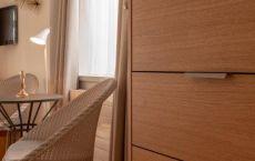 Zimmer-108-Schrank