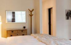 Zimmer-05-Bett-2